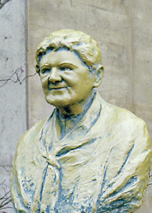 創立者コーネリア・ジャジソン像